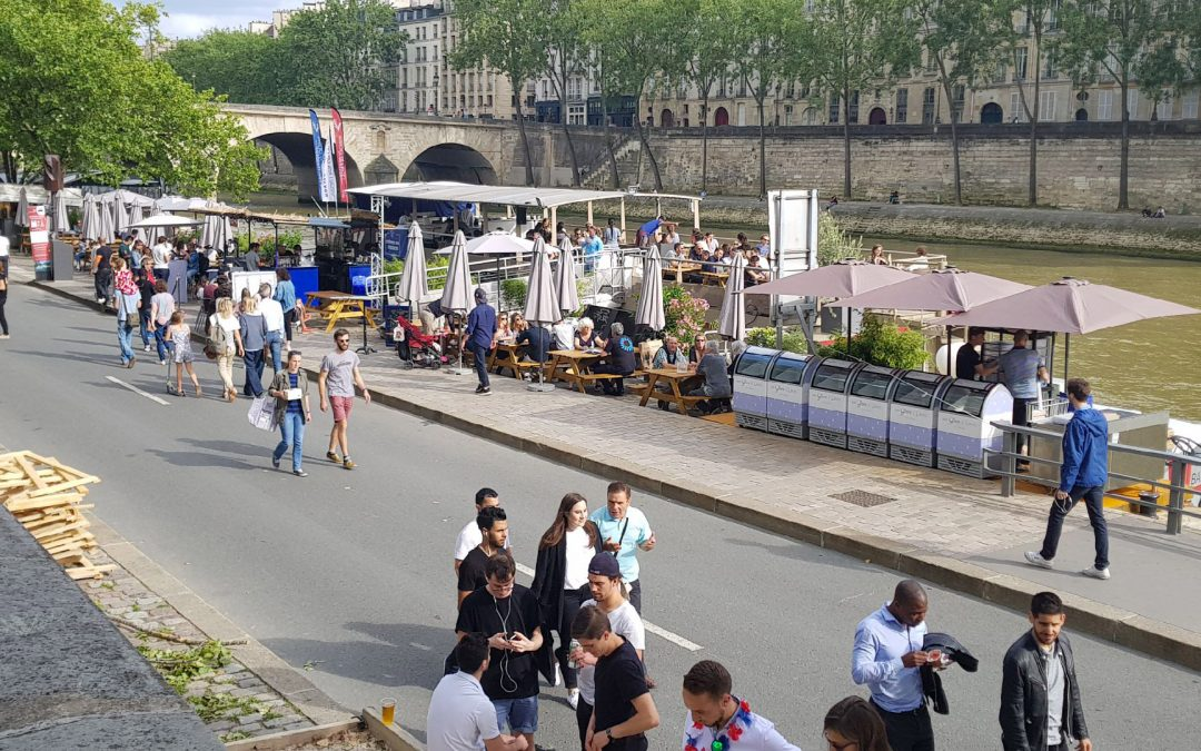 Une péniche en bord de Seine…